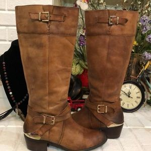 ARTURO CHIANG  Brown leather boots.